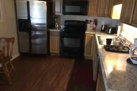 Kirby#3-Quiet/Comfy Apt.w/Office, Central Location - Johnson City