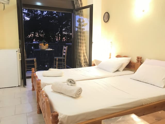 Marmaro Paradise Room 4