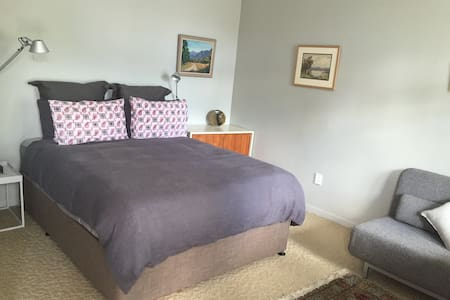 Great room and comfortable bed - Talo