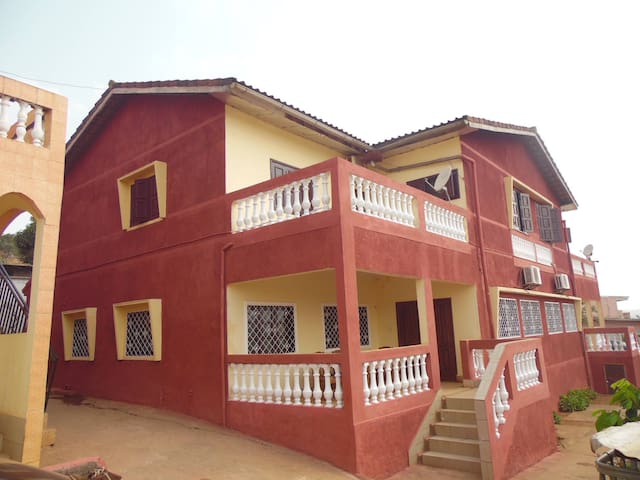Yaoundé, grand duplex 2 chambres, 10min du centre
