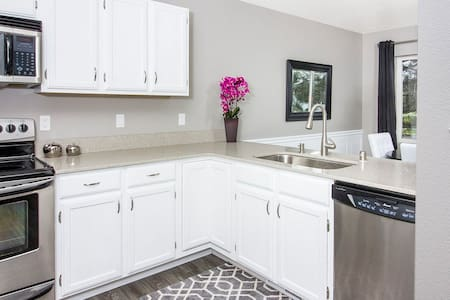 Completely Updated and Renovated Townhome - Autre