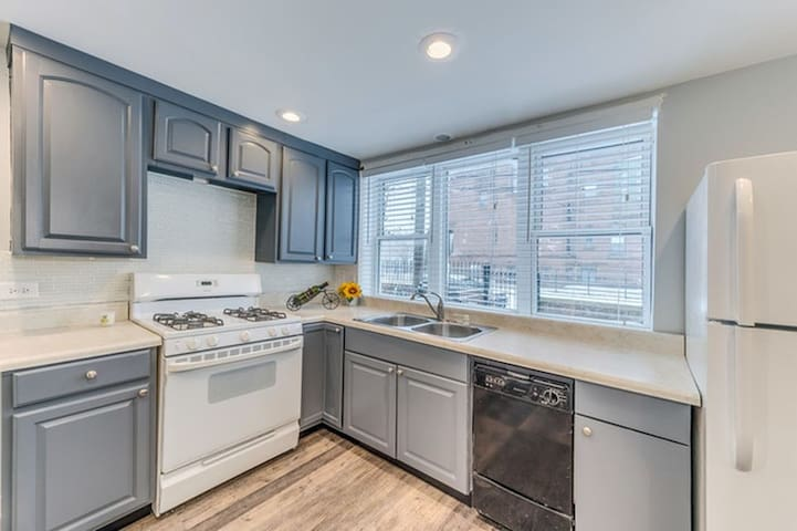 37th, Beautiful townhome. 15 mins to downtown
