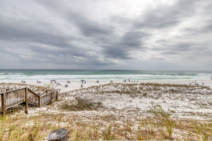 Stunning 1st-Floor Condo w/ Gulf View, Grill, Pools, Beach Access