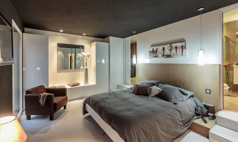 Chambre Standing dans Grange Moderne - Marsat