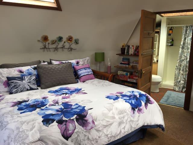Sunny Spacious Cottage Dome Studio