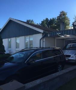 Ett mysigt rum i villa i Växjö - Växjö - Ev
