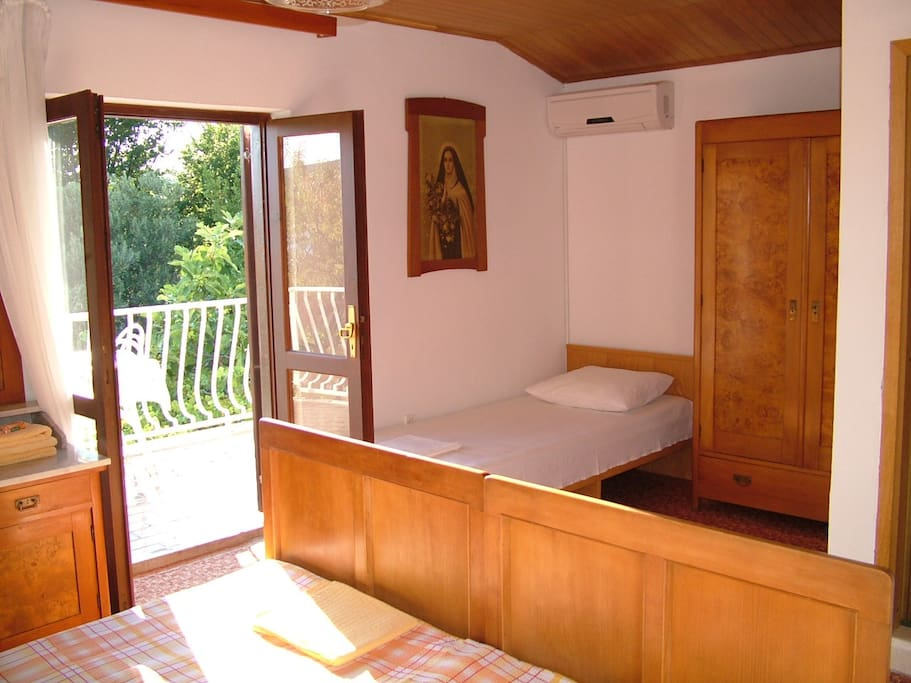 Triple room with private bathroom and private balcony