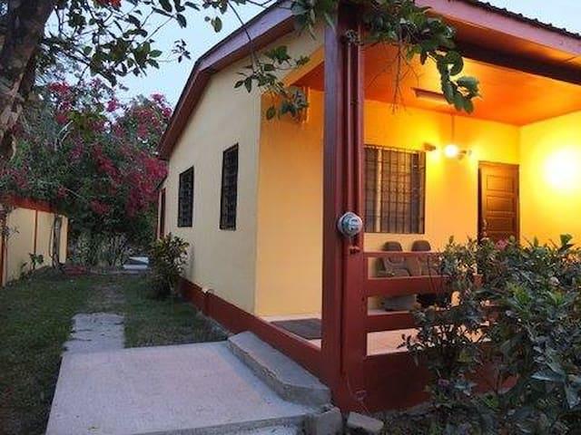 Casa Del Rio, a fully equipped 2 bedroom home - San Ignacio - Rumah