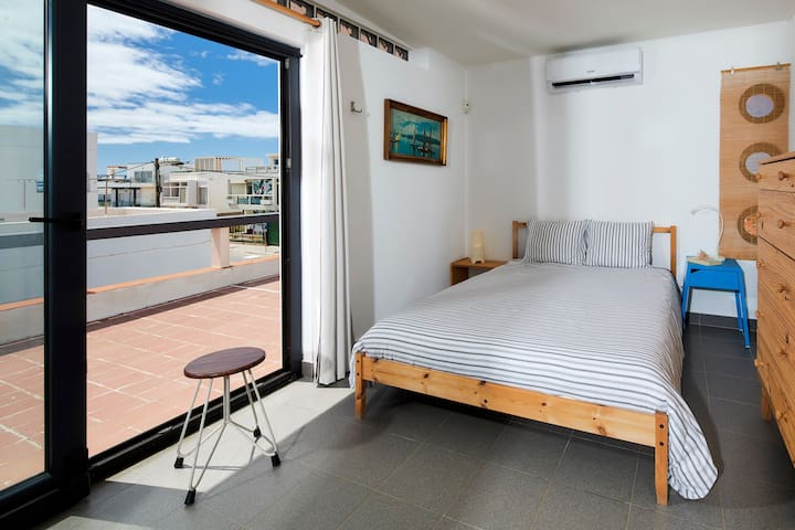 double room on the first floor (no bathroom)
