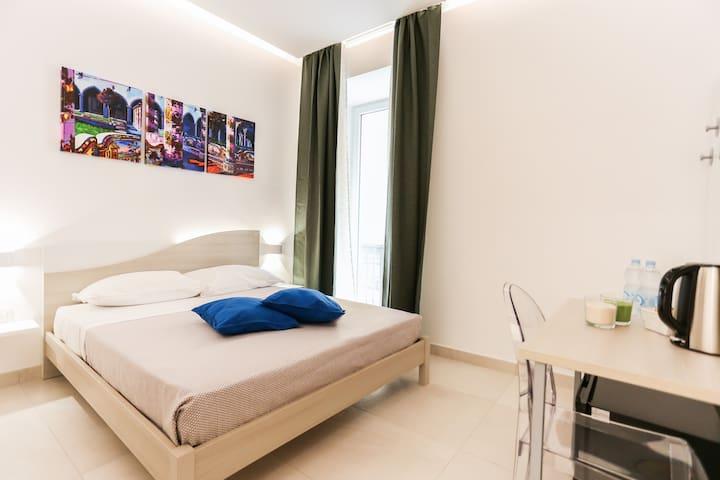 Cortese, stanza privata a Napoli