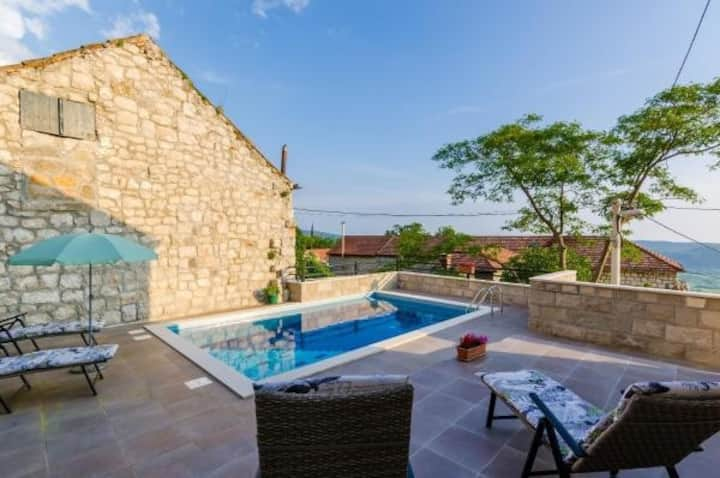 Villa Luciana - Two Bedroom Villa with Swimming Pool and Sea View