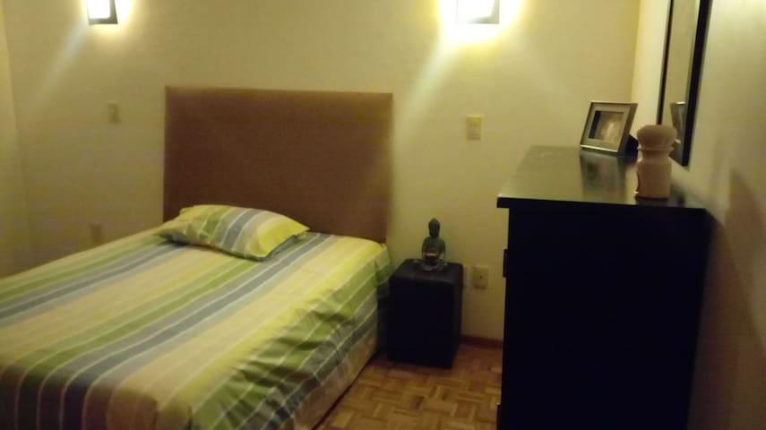 Habitación con baño privado a 20 pasos de Santa Fe - Mexiko-Stadt - Gästesuite