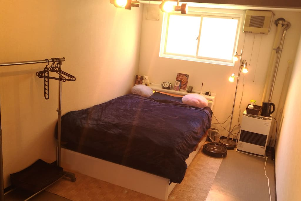 Customer's bedroom on the first floor. The second floor is a private room, but use of the shower, a refrigerator is OK.