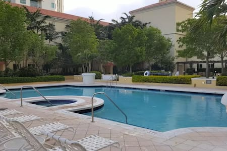 Downtown Miami (Dadeland) Condo w. Pool/Gym - Kendall - Flat