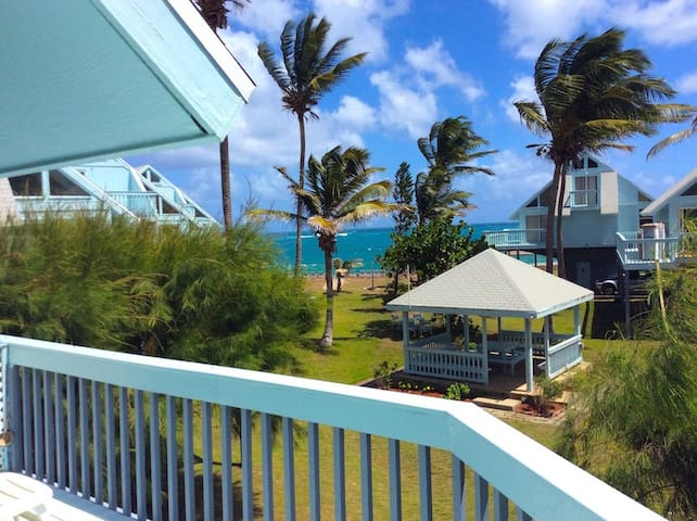 Ocean view full condo, 2 minute walk to the beach - Basseterre - House