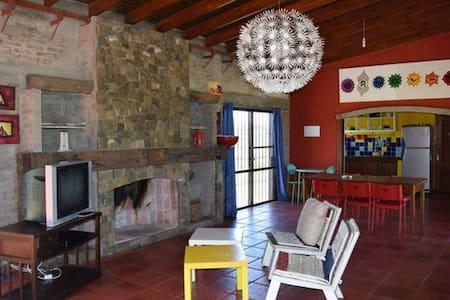 Magnifica casa con piscina interior termal pequeña