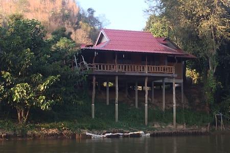 BaanRaiKhunYa, Hanging River 1bed - Capanna