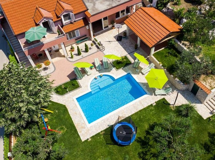 Holiday home Ostojić attractive villa whit pool