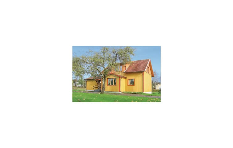 Holiday cottage with 2 bedrooms on 107m² in Vänersborg