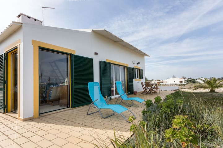 Armona Island Retreat - Beach House