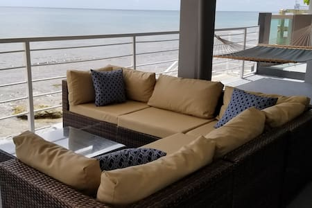 Aquabella Beachfront Apartment (Covid19-Ready)