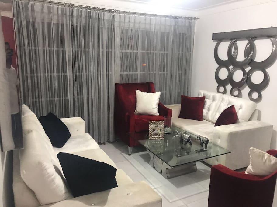 Hermosa y elegante sala para recibir amigos y familiares