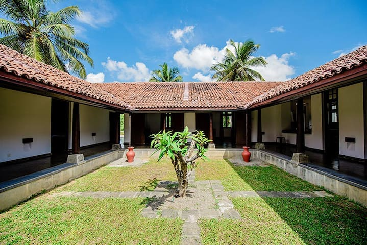 Ardeen Villa, Ranna-beachfront luxury  villa