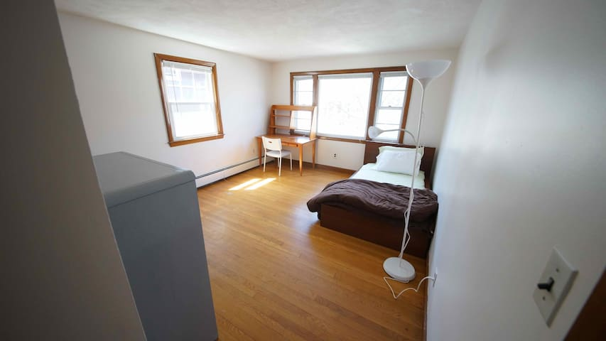 Sunny single room, walk to Harvard - Cambridge - Leilighet