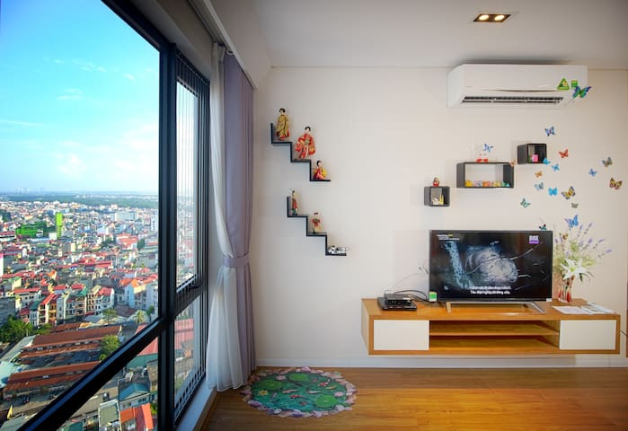 SPACIOUS New Condo in City Center with Great View
