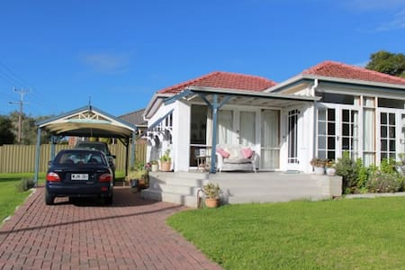 SEACLIFF COTTAGE with free WIFI - Seacliff Park