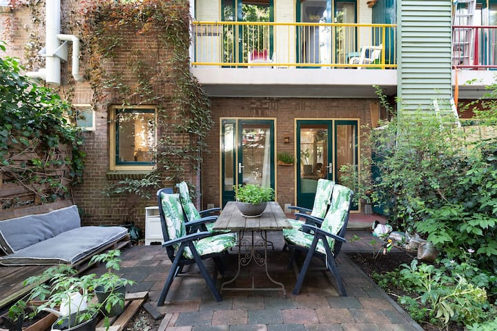 Apartment with garden close to Amstel River