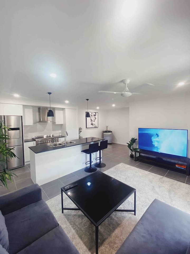 Brand new modern home -5 minutes from Theme Parks!