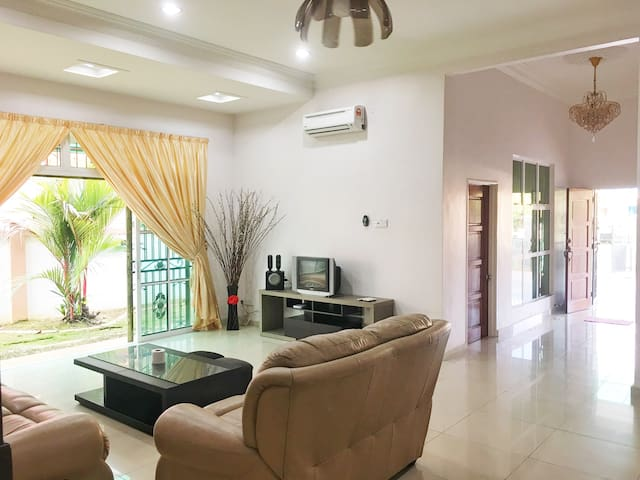 Alex's Port Dickson Holiday Villa @ Bungalow - Port Dickson - Bungalow