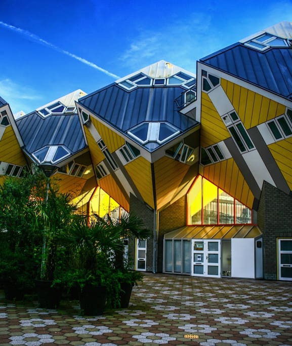 Iconic cube house downtown rotterdam maisons louer - Maison d architecte cube houses rotterdam ...