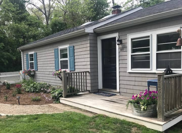 Sunny and private cottage near Lanesville village