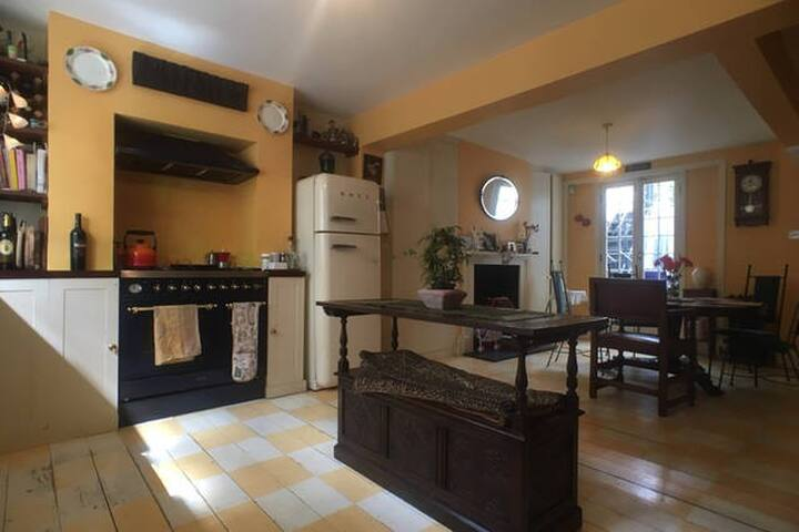 Spacious, Central London 2 Private Rooms, 2 Bath - Londen - Huis