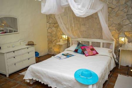 Romantic Villa, ldeal for couples. Casa Antiga.
