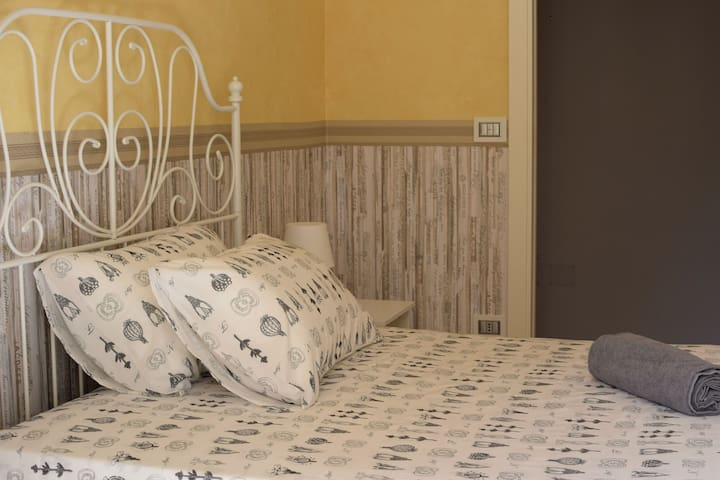BED AND BREAKFAST VALERIE - ECONOMY DOUBLE ROOM - Napoli - Inap sarapan
