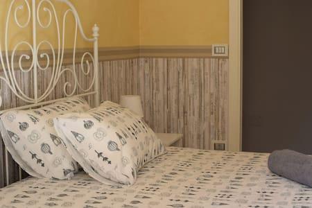 Bed & Breakfast Valérie - Camera doppia economy - Napoli - Bed & Breakfast