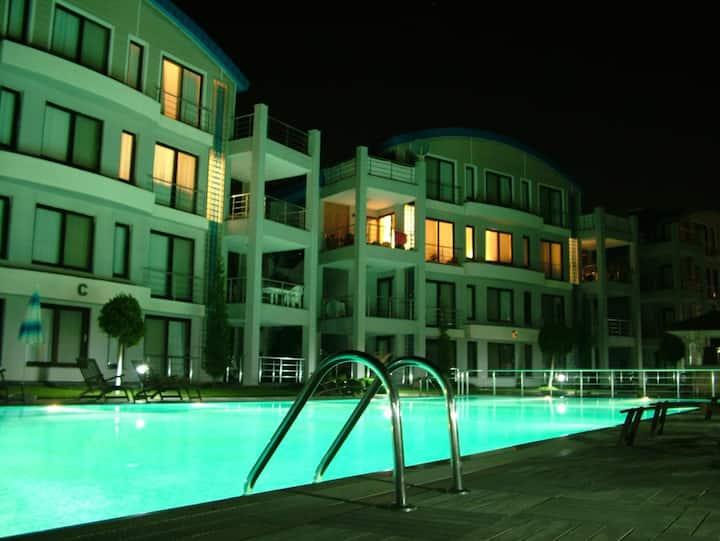 Upper apartment overlooking pool in Side Garden