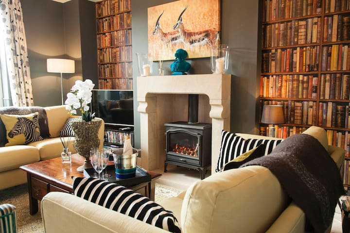 Award winning modern cottage sleeps 4 - Giggleswick - House