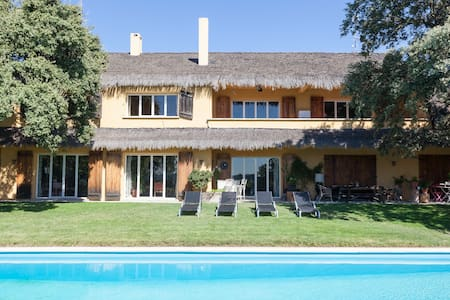 Private estate very near Madrid - Ciudalcampo - House