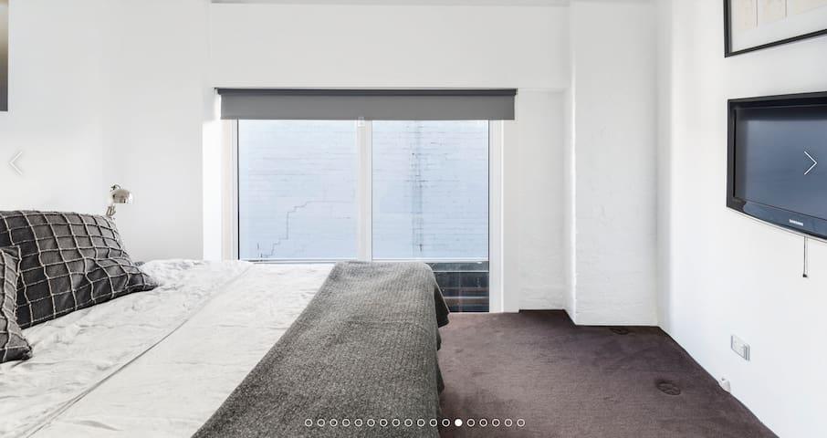 2nd Bedroom (Inc's BIW & Desk)