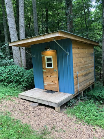 Blue Tiny Cabin @ Boots Off Hostel & Campground