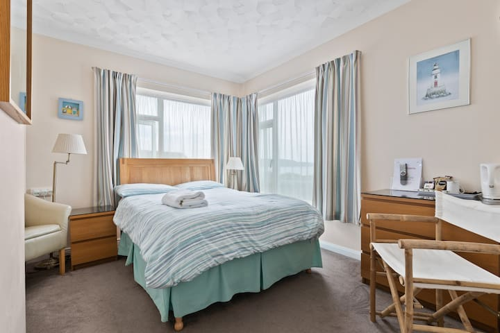Double room with en-suite - Anchor Guest House