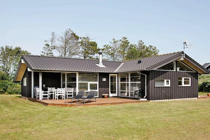 Moderna casa de vacaciones en Blokhus con sauna