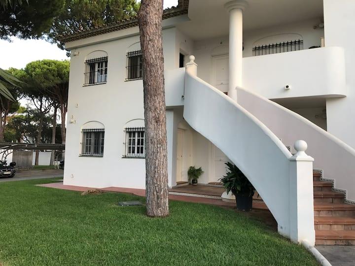 Apartamento en La Barrosa, playa a 700 metros.