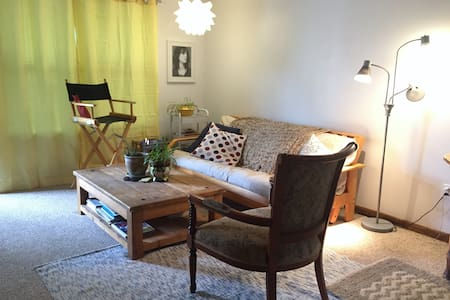 Spacious 1 Bed, Full Kitchen, Low-Key Vibe - Aspen - Wohnung