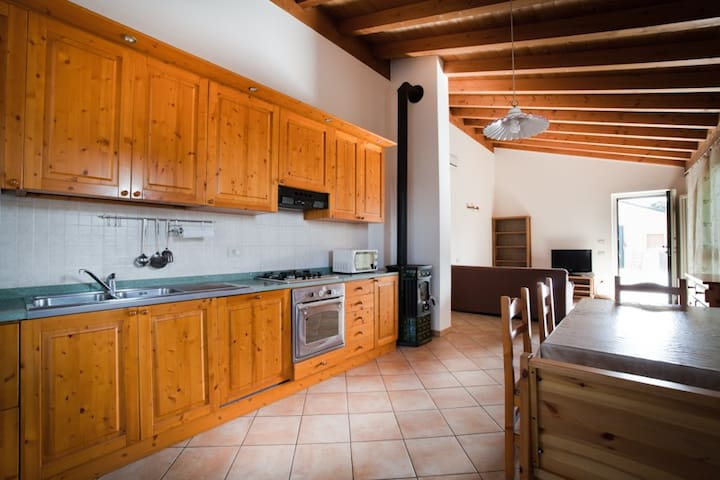 Cozy apartment near Gardaland and Garda lake - Salionze - Apartment