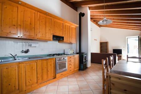 Cozy apartment near Gardaland and Garda lake - Salionze - Apartamento